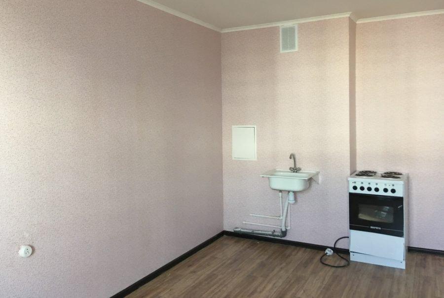 Просторная кухня в новой квартире